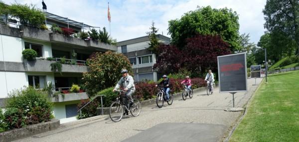 Le vélo comme passerelle entre les générations.