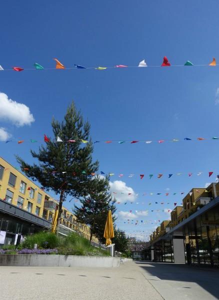 Pas le Tibet, certes, mais au moins cette ville offre de la couleur.